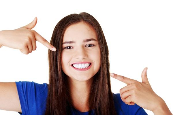 Cách tẩy trắng răng bằng tự nhiên