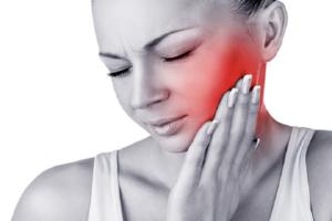 Màng trắng sau khi nhổ răng có phải là 1 dấu hiệu nhiễm trùng sau khi nhổ răng không?