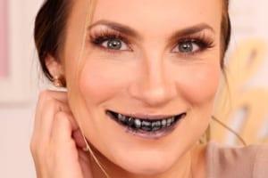 Hướng dẫn chi tiết cách dùng bột than tre đánh răng tẩy trắng răng
