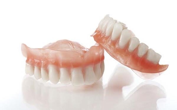 Làm răng giả tháo lắp bao nhiêu tiền