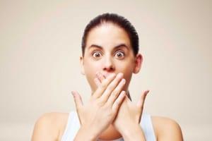 Lý giải nguyên nhân khiến cho bọc răng sứ bị hôi miệng