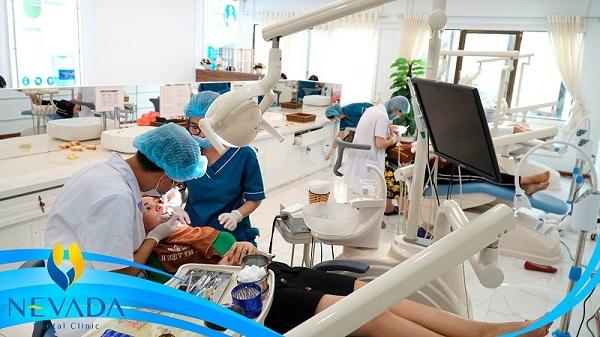 các loại niềng răng mắc cài sứ, các loại niềng răng mắc cài, các loại niềng răng không mắc cài, các loại mắc cài khi niềng răng, giá các loại mắc cài niềng răng