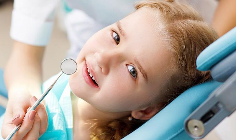 Niềng răng nên được thực hiện càng sớm càng tốt, ngay khi răng vĩnh viễn mọc đầy đủ