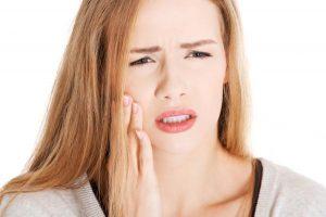Ê buốt răng sau sinh – Nguyên nhân và cách khắc phục hiệu quả