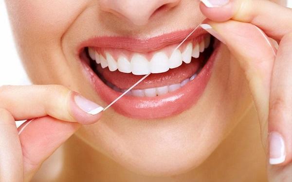 hở chân răng, viêm lợi hở chân răng, Nguyên nhân hở chân răng, Bị hở chân răng do cấu trúc của răng, Cách chữa hở chân răng, Cách chữa hở chân răng ở mức độ nhẹ, Cách chữa hở chân răng nặng,chân răng bị hở