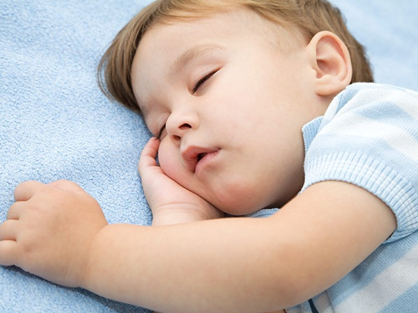 Trẻ ngủ nghiến răng
