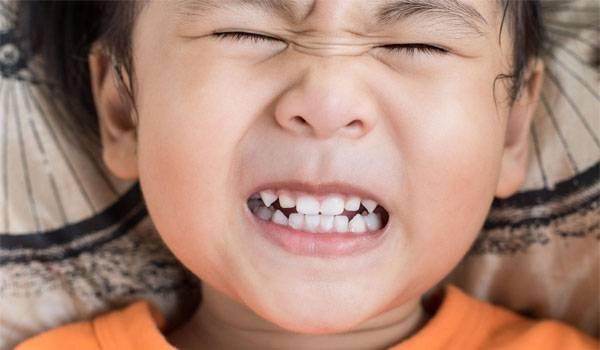 ngủ nghiến răng, trẻ ngủ nghiến răng, ngủ nghiến răng là bệnh gì, bé ngủ nghiến răng, ngủ nghiến răng ở trẻ em, tại sao ngủ nghiến răng, ngủ nghiến răng bệnh gì, nguyên nhân ngủ nghiến răng