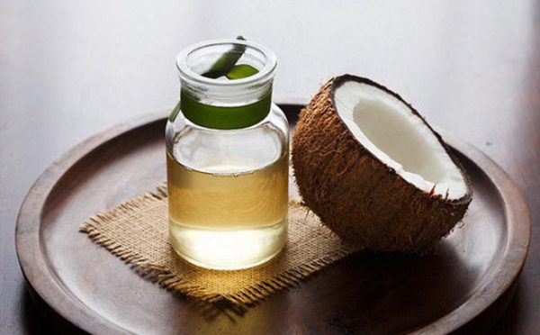 súc miệng bằng dầu dừa