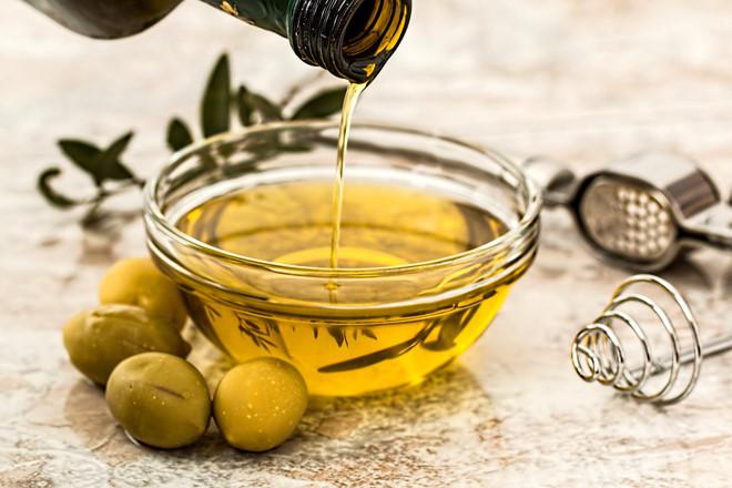 cách làm trắng răng bằng dầu oliu