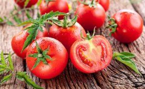 cách làm trắng răng bằng cà chua, cách làm trắng răng từ cà chua, làm trắng răng bằng cà chua, cà chua và kem đánh răng, kem đánh răng và cà chua