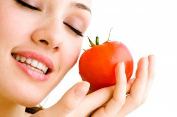Cách làm trắng răng bằng cà chua