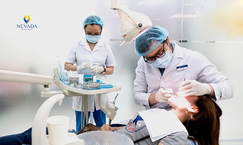 Nướu răng bị sưng không đau, nướu răng bị sưng, sưng nướu răng, không đau, đen, đỏ, cứng, to