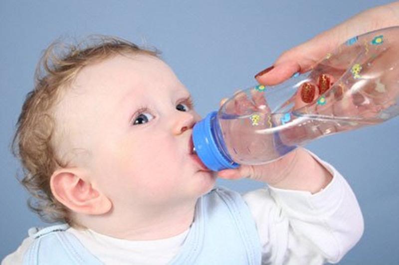 bé bị viêm loét miệng họng, bé bị loét họng thì làm sao mau hết, trẻ bị viêm loét họng, viêm loét họng ở trẻ nhỏ, bé bị viêm loét miệng họng sốt cao, bé bị viêm loét họng, viêm loét miệng họng ở trẻ em, trẻ bị viêm loét miệng họng