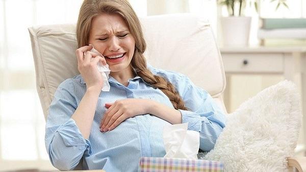 Mẹ bầu cẩn thận khi bị chảy máu chân răng trong thai kỳ