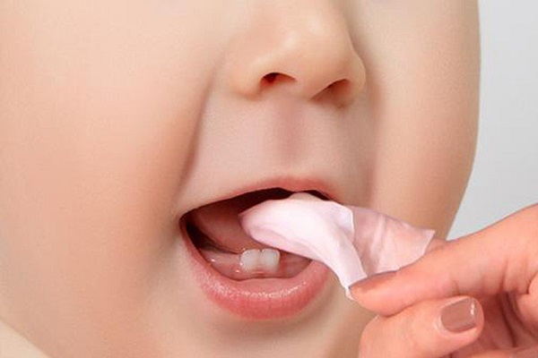 cách rơ lưỡi bằng rau ngót cho trẻ sơ sinh
