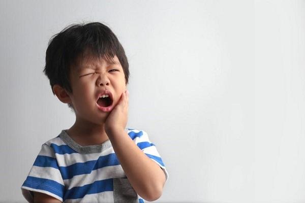ăn kẹo sâu răng, ăn kẹo bị sâu răng, em bé ăn kẹo bị sâu răng, ăn kẹo nhiều bị sâu răng, ăn kẹo nhiều sâu răng