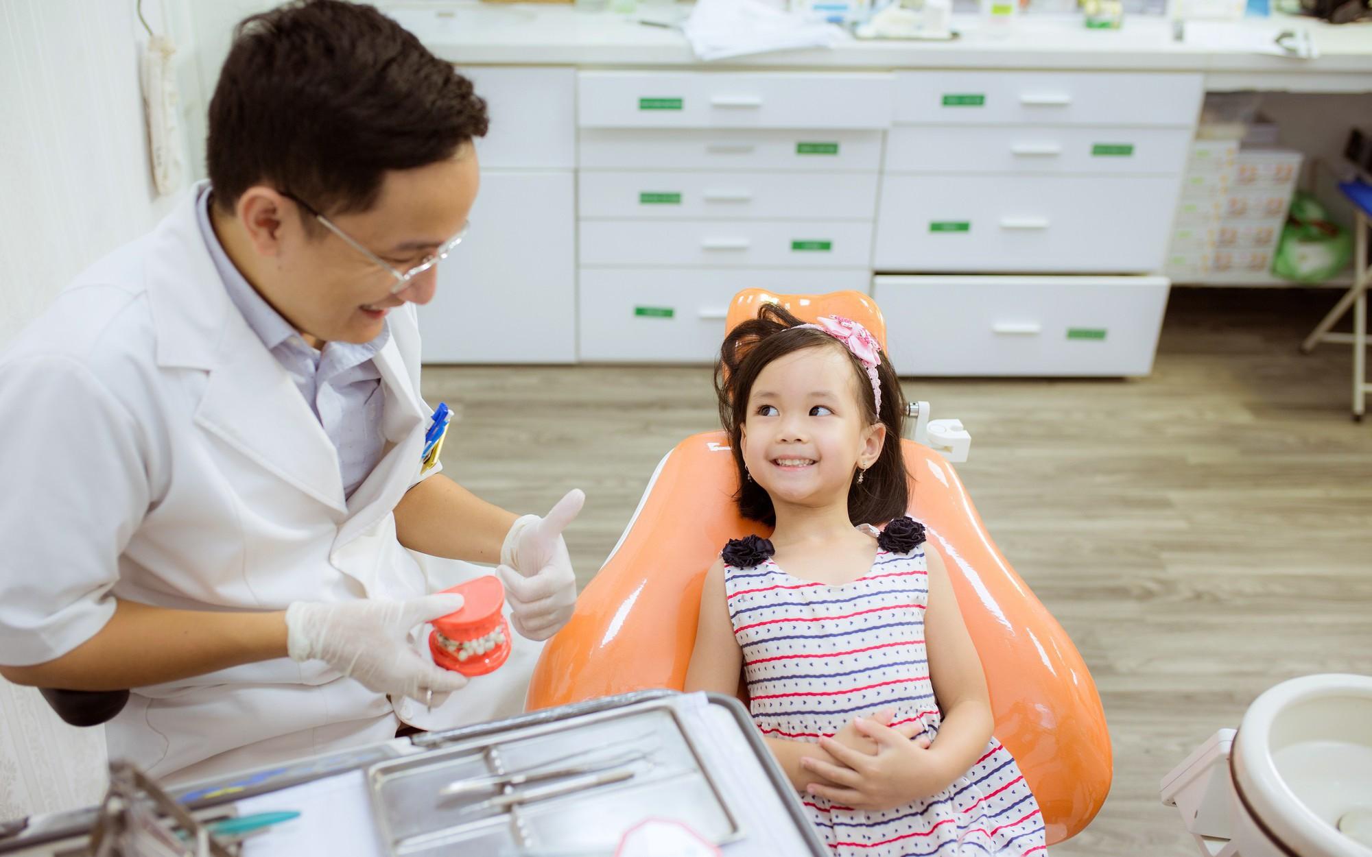 làm sao để bé thay răng đẹp