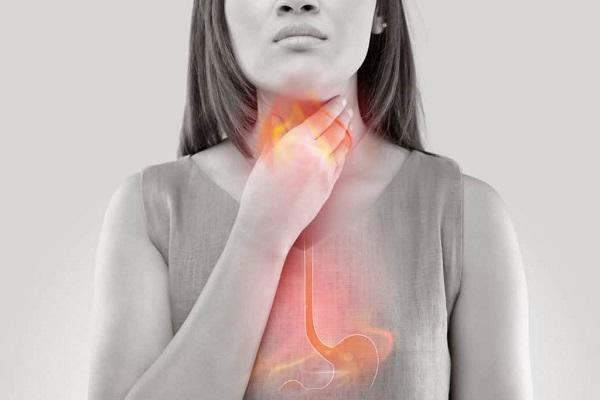 Tại sao miệng bị đắng?