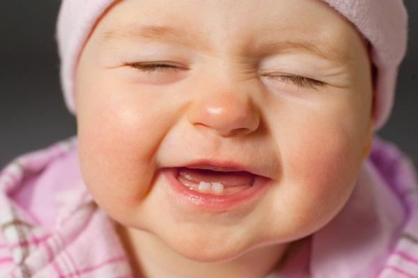 trẻ thay răng mọc lệch, bé thay răng mọc lệch, bé thay răng mọc lệch phải làm sao, trẻ thay răng bị mọc lệch, bé thay răng sữa mọc lệch, trẻ thay răng sữa bị mọc lệch,