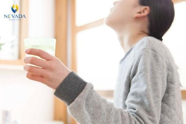 cách pha nước muối súc miệng tại nhà, cách pha nước muối súc miệng, cách pha nước muối súc miệng chuẩn, tỉ lệ pha nước muối súc miệng, cách pha nước muối cho bé súc miệng