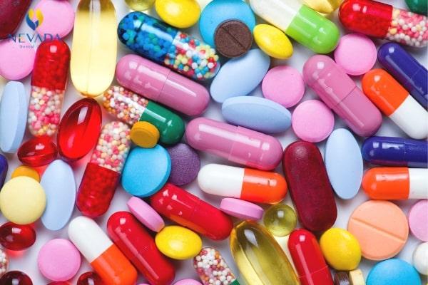 nhổ răng có cần uống kháng sinh không, nhổ răng có nên uống kháng sinh, có nên uống kháng sinh sau khi nhổ răng, nhổ răng khôn có cần uống kháng sinh không