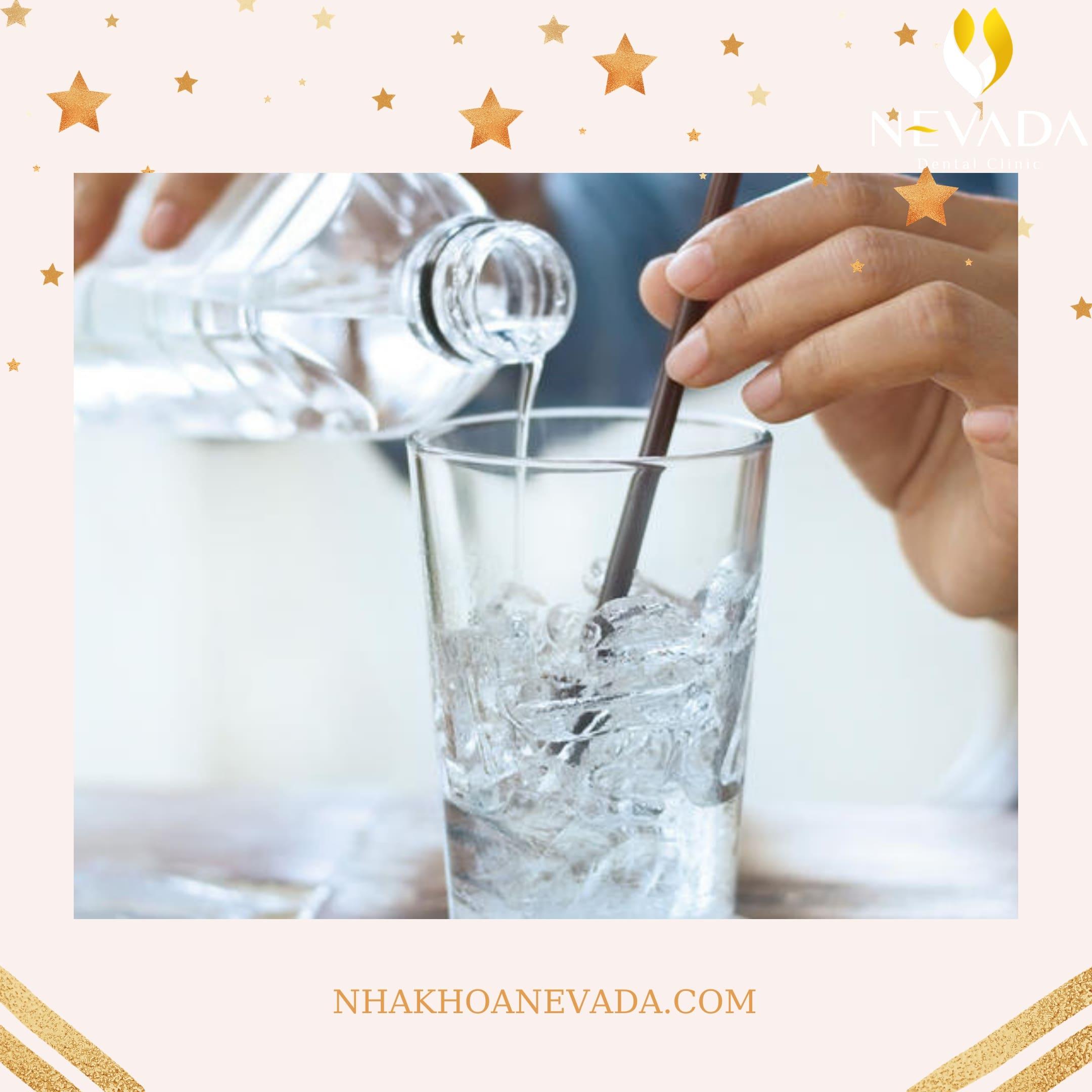 niềng răng có được uống nước đá không, niềng răng uống nước đá, niềng răng có được uống nước đá không, uống nước đá khi niềng răng, niềng răng có nên uống nước lạnh